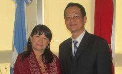 b_250_160_16777215_00_images_2014_g_julia-perie-embajador-vietnam_Custom.jpg