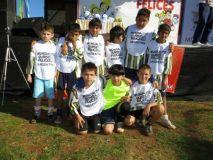 MUNDIALITO. Los chicos de Bº Cataratas Juniors representaron a Argentina y salieron segundos. Jugaron contra Holanda, que se llevó el primer puesto