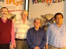 Barchuk junto a Rubén González, Raúl Otazú, Humberto Benítez, los empleados más antiguos del Instituto.