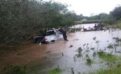 El cuerpo del conductor fue encontrado a varios metros del vehículo